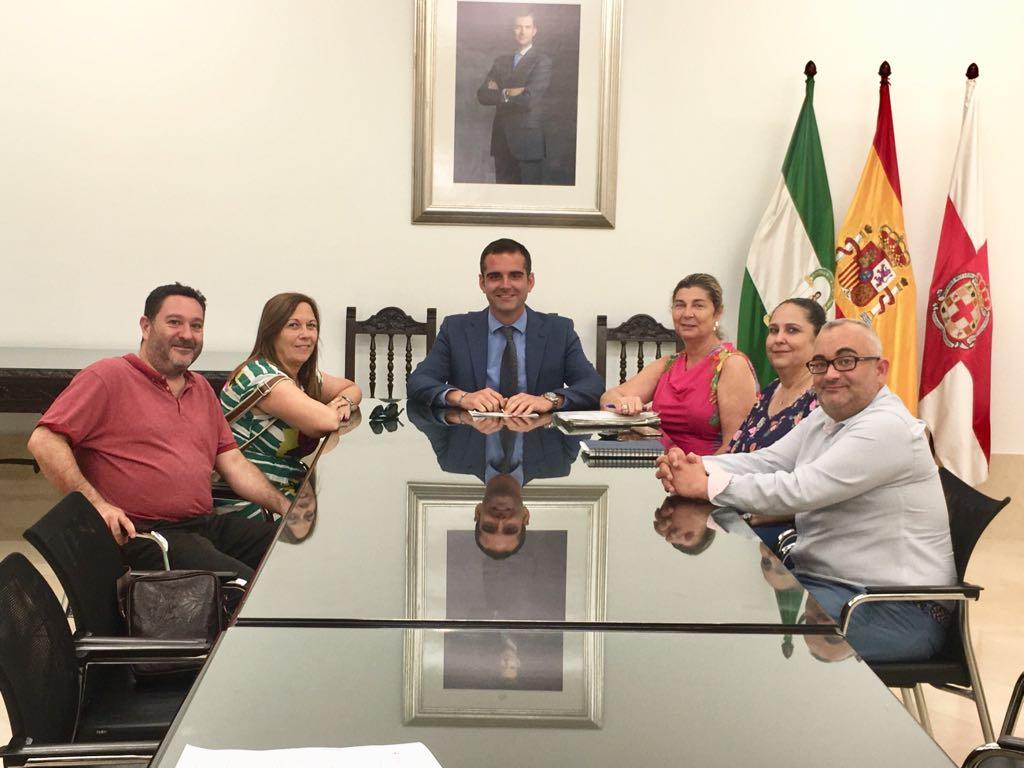 El alcalde destaca la labor altruista y reconfortante que desarrolla la Asociación Nuevo Futuro en los tres hogares que mantiene abiertos en Almería