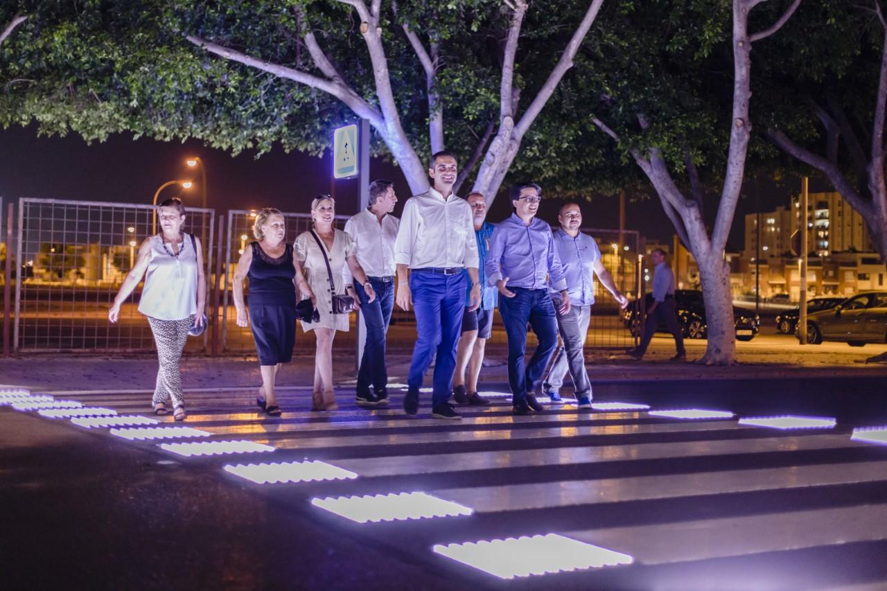 """El alcalde destaca la mejora en seguridad vial que ofrecen los nuevos pasos peatonales """"inteligentes"""" instalados por el Ayuntamiento"""