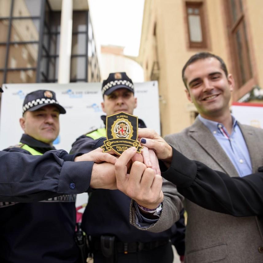 El alcalde presenta la campaña 'Escudos Solidarios' impulsada por la Policía Local a beneficio de la lucha contra el cáncer infantil