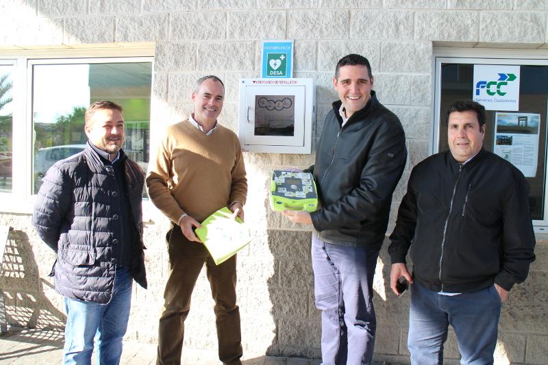 Las instalaciones municipales que albergan los servicios de recogida de basura y limpieza urbana cuentan desde hoy con un desfibrilador.