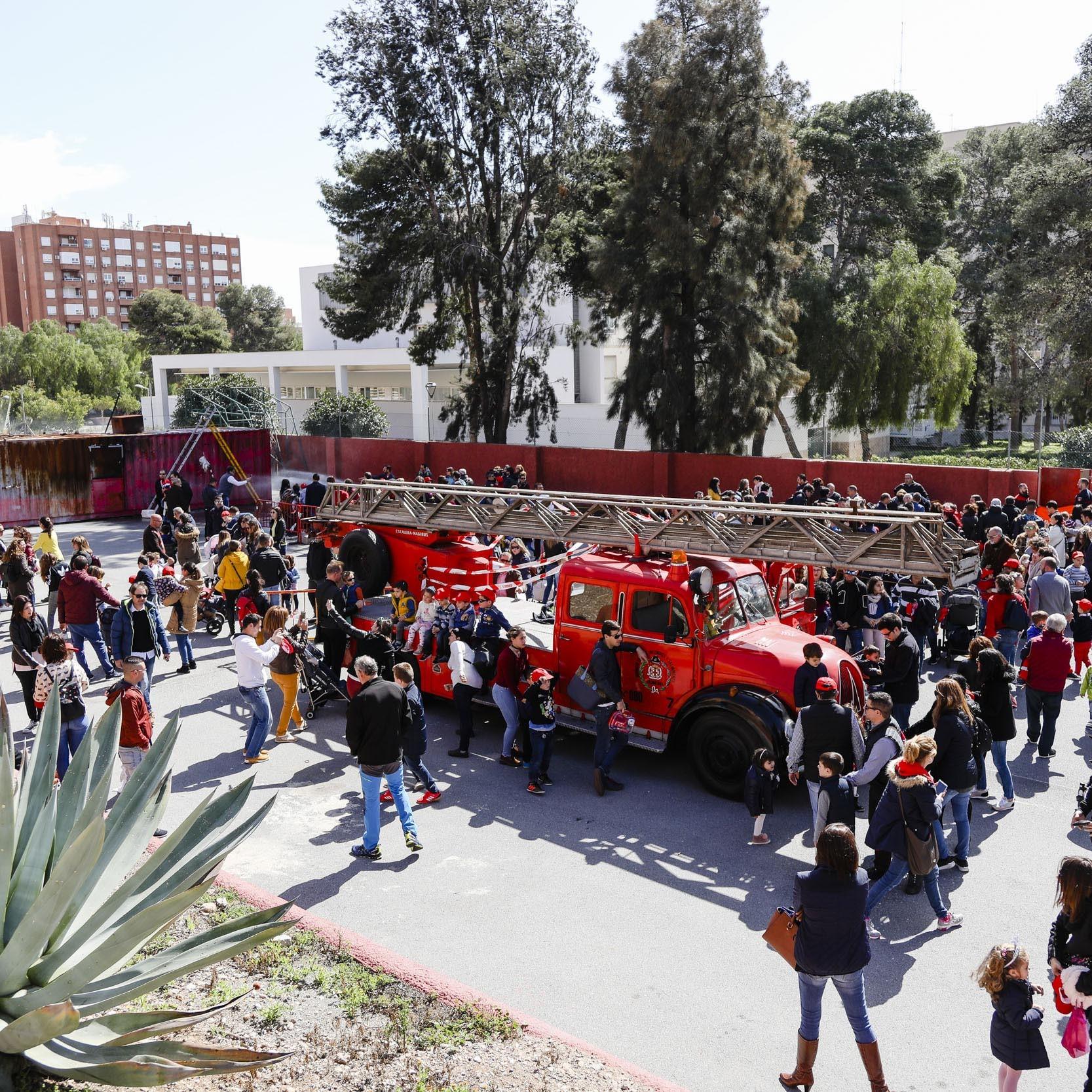Los almerienses trasladan su reconocimiento a la labor prestada por los Bomberos durante la celebración de la Jornada de Puertas Abiertas