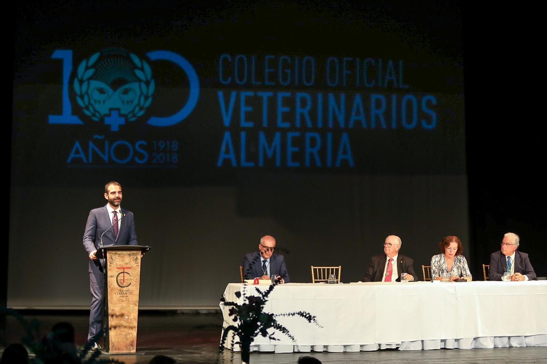 """El alcalde felicita a los veterinarios en el centenario de su colegio en Almería y les agradece una labor que """"es garantía para todos"""""""