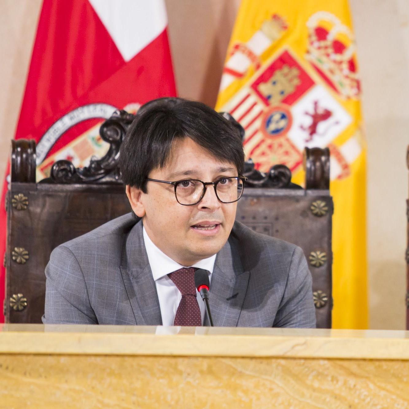 """Guzmán asegura que la firma de un convenio con el Taxi """"mejorará y hará más competitivo el servicio"""""""