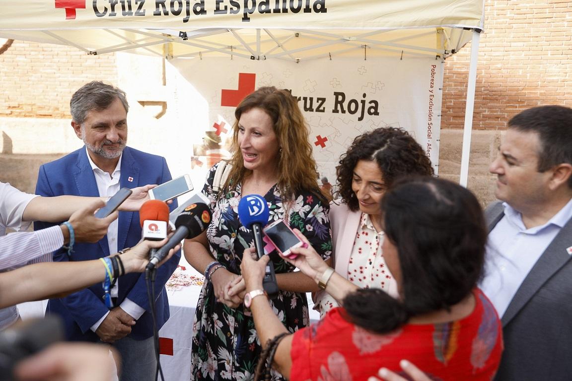 """El Ayuntamiento se sitúa al lado de Cruz Roja en el 'Día de la Banderita' para """"concienciar, sensibilizar y conseguir la colaboración de toda la ciudadanía"""""""