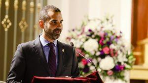 El alcalde impone el Escudo de Oro de la Ciudad a la imagen de la Hermandad del Encuentro con motivo del 75 aniversario de su bendición