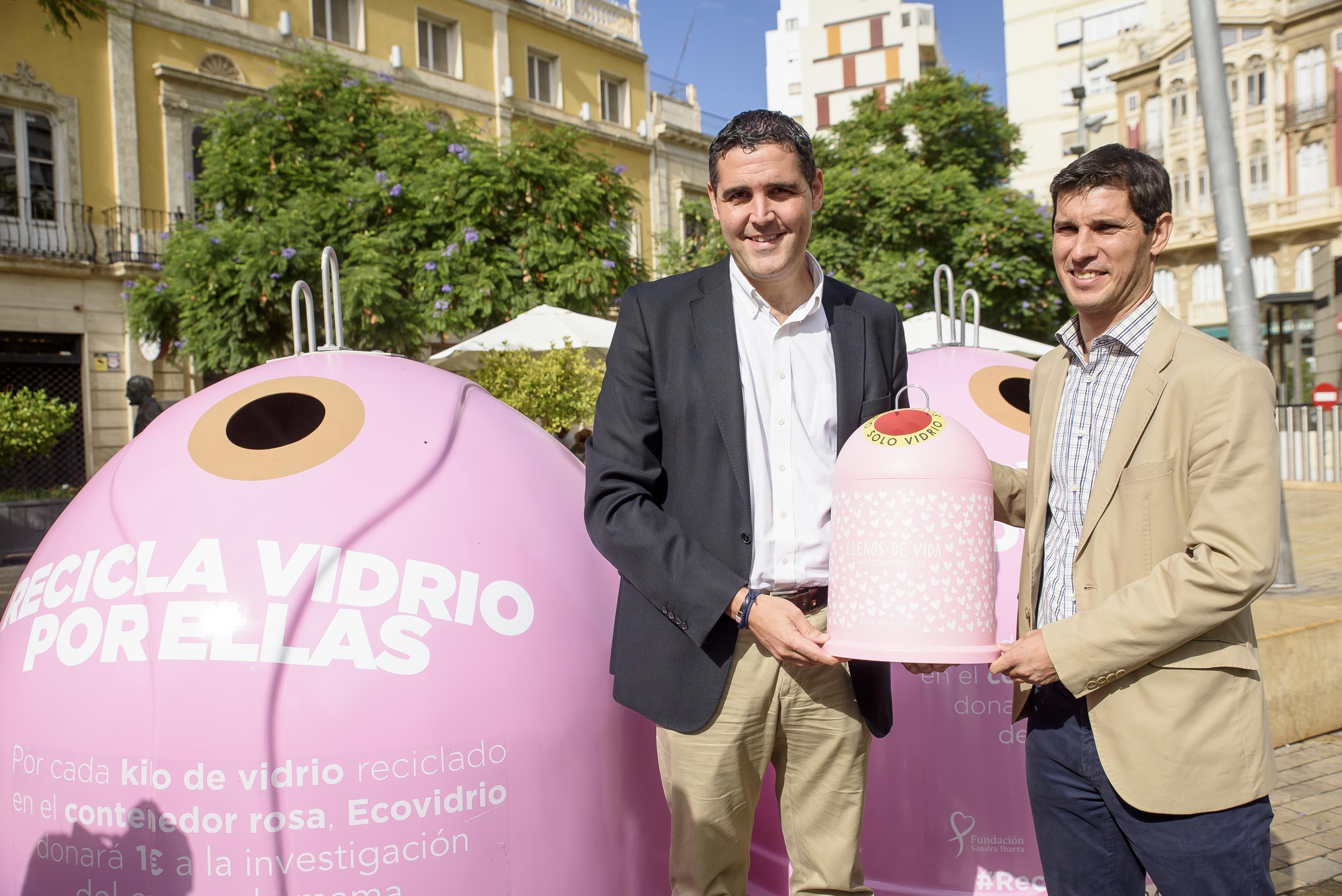 Ayuntamiento de Almería y Ecovidrio presentan la campaña 'Recicla Vidrio por ellas' con motivo del Día Mundial del Cáncer de Mama