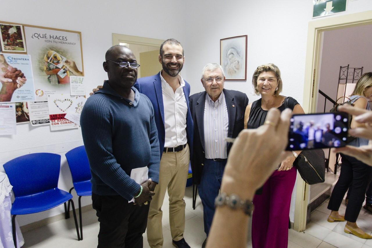 El alcalde anuncia la firma de un convenio entre Ayuntamiento y Cáritas para la atención de usuarios de larga estancia en el Centro de Acogida