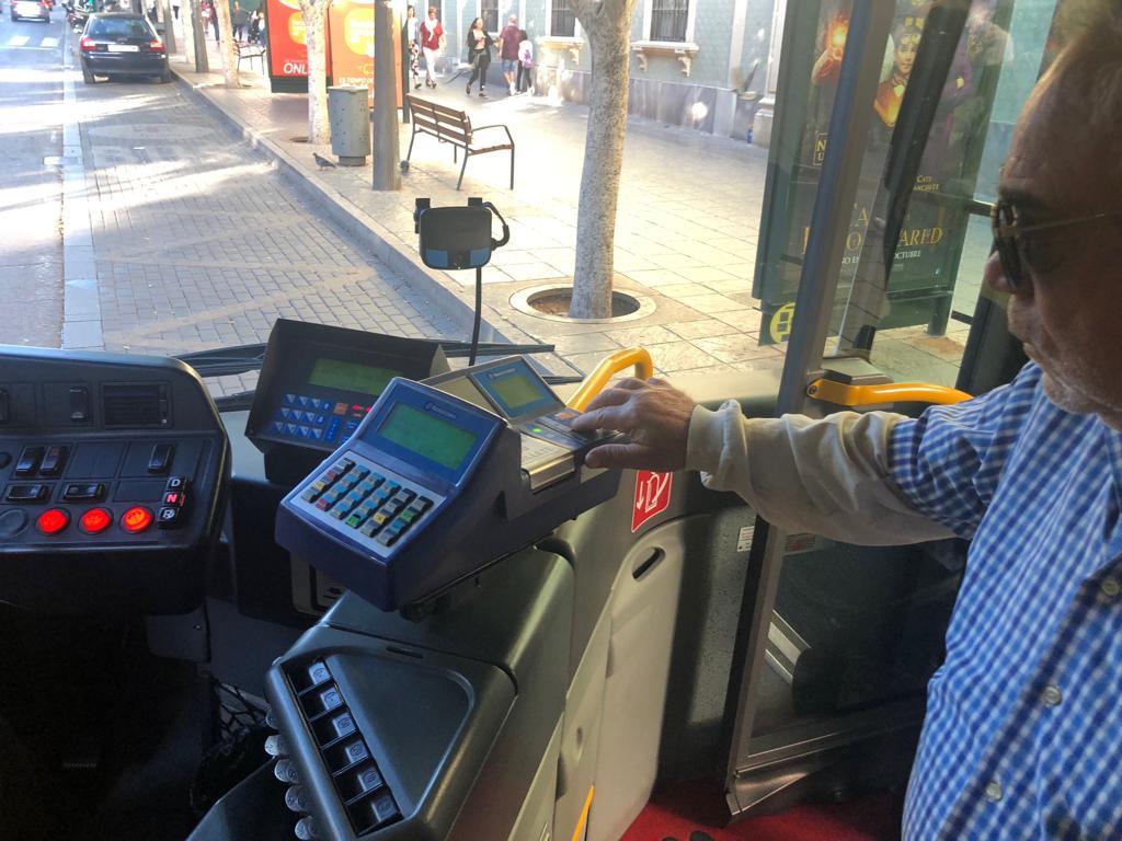 Los transbordos gratuitos en el bus urbano entran en servicio con normalidad y gran aceptación