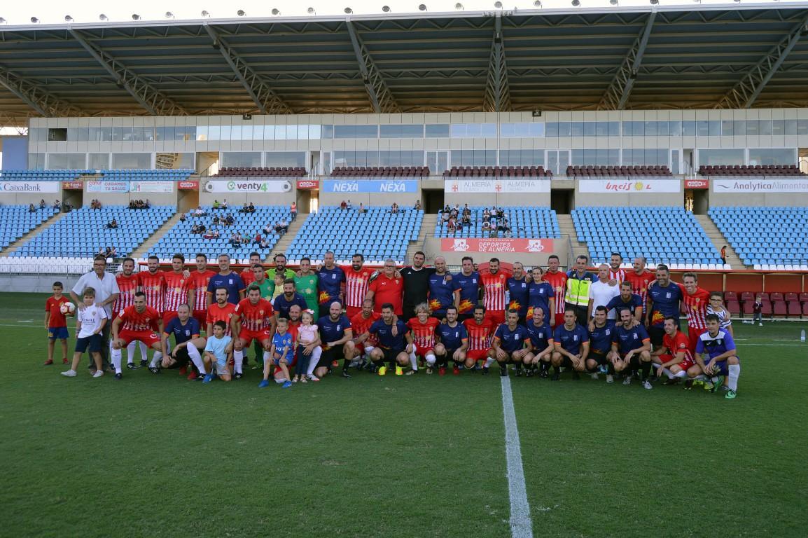 El Estadio de los Juegos Mediterráneos acoge un amistoso entre UDAlmería Veteranos y la Policía