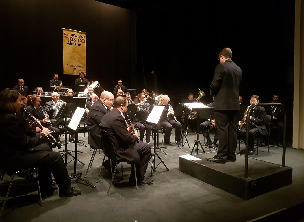 Nuevo lleno en el Teatro Apolo en el regreso de la Banda Municipal de Música de Almería