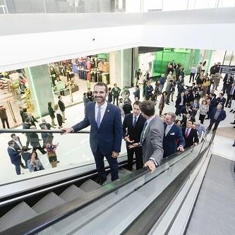 """El alcalde destaca a Almería como una ciudad """"referente"""" comercial y escenario ideal para """"invertir y crear empleo""""."""