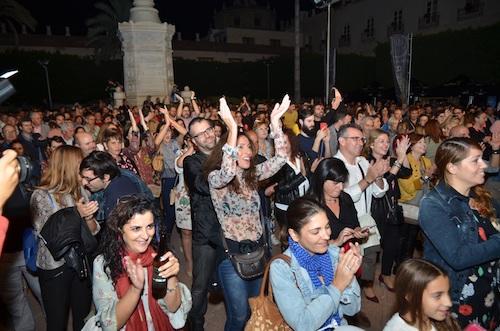 Miles de personas llenan la Plaza Vieja para celebrar la capitalidad gastronómica de Almería 2019