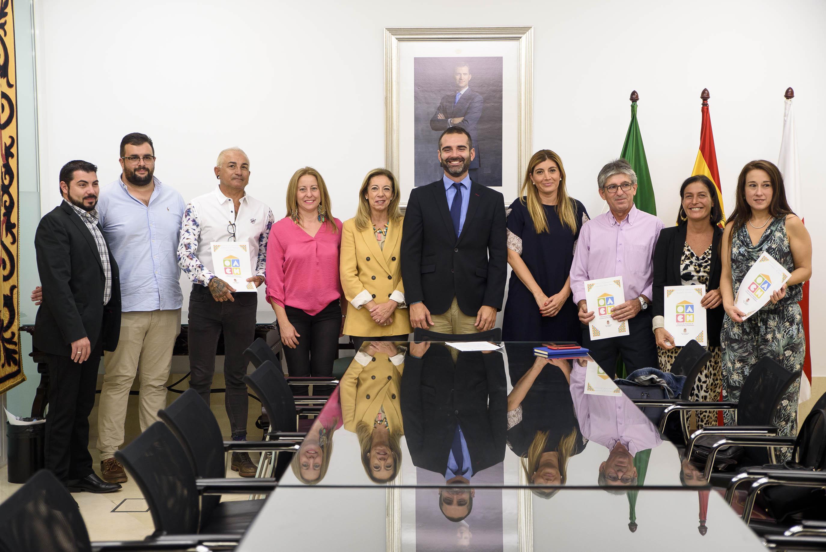 El Ayuntamiento apoya con 30.000 euros a las asociaciones para dinamizar el comercio de proximidad