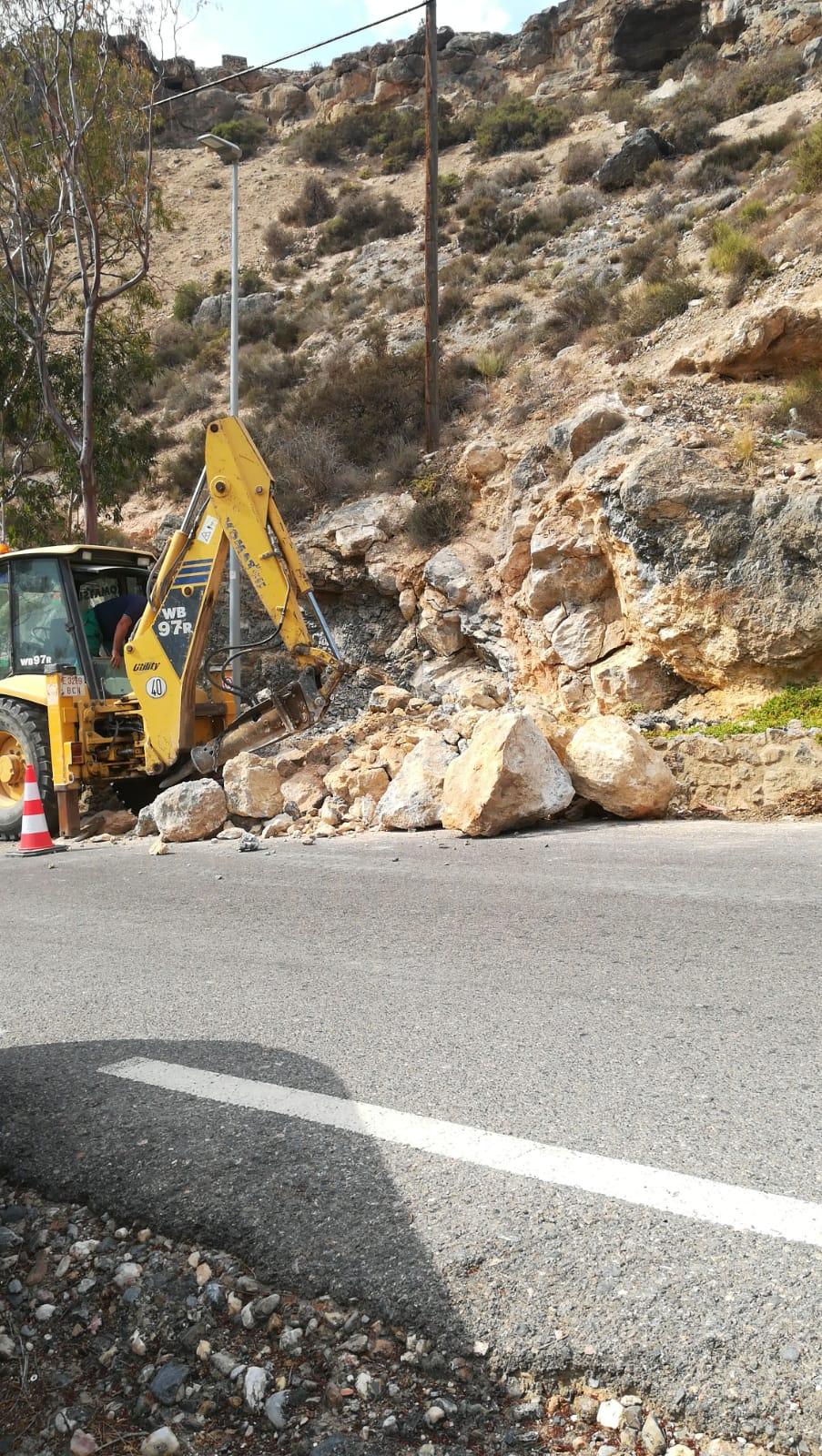 La construcción de un carril peatonal y la instalación de una parada de autobús mejorarán la conexión entre Castell del Rey y la ciudad