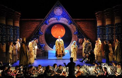 El clasicismo de 'La Flauta Mágica' de Mozart y el futurismo de la serie 'Stargate' se fusionan este viernes en el Auditorio