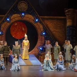 La pasión por la ópera llena el Auditorio Maestro Padilla en una futurista 'La Flauta Mágica'