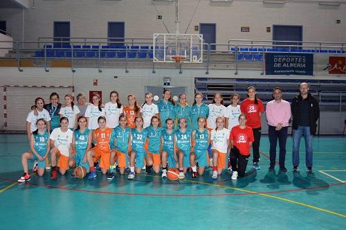 La escuela deportiva del CB Almería enseña la emoción del baloncesto a 750 niños y jóvenes