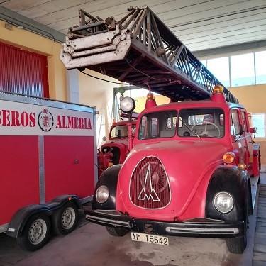 """El Ayuntamiento y el Club de Vehículos Antiguos restaurarán dos camiones de Bomberos de inicios del siglo XX para """"uso lúdico y disfrute de todos"""""""