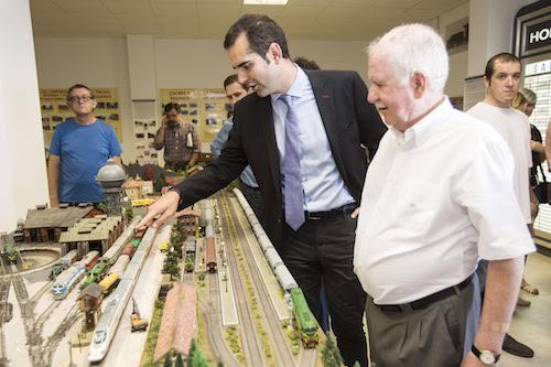 El Ayuntamiento cede dos locales a la Asociación de Amigos del Ferrocarril para la ampliación de su actual sede como museo