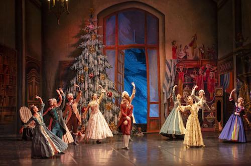Los almerienses llenan el Auditorio para disfrutar con la magia y ensoñación de 'El Cascanueces'