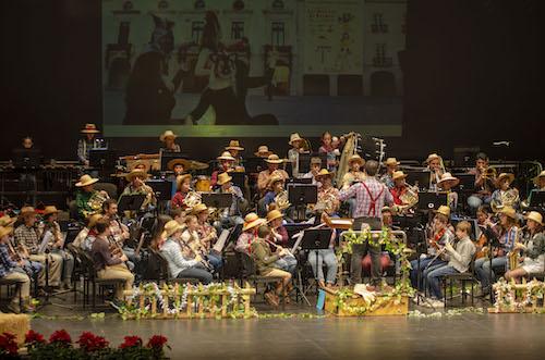 La banda de la escuela de la Agrupación Musical San Indalecio lo pasa en grande con 'Los Músicos de Bremen'
