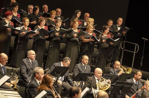 La Banda Municipal de Música y la Coral Emilio Carrión comparten la Navidad con los almerienses