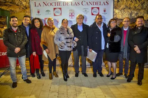 El Mesón Gitano alumbra otra festiva Noche de las Candelas, con fuego, potaje y flamenco