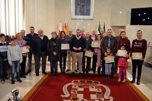Carlos Sánchez entrega los premios del concurso municipal de Belenes