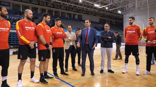 El alcalde visita a los Hispanos y les desea suerte ante el Mundial de Alemania y Dinamarca de 2019