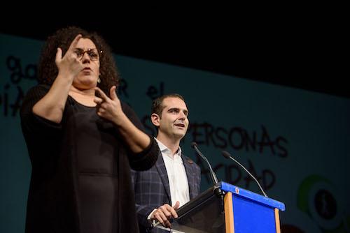 """La II Gala de la Discapacidad llena el 'Maestro Padilla' de almerienses que apuestan por una ciudad en la que """"todos suman, valen y cuentan"""""""
