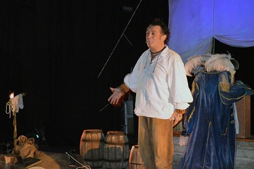El 37º Festival Infantil se abre con la fascinación del teatro de sombras en un repleto Apolo