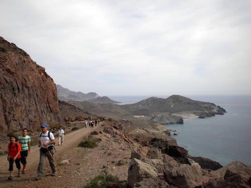 El PMD anima a practicar senderismo con una ruta entre Las Negras y Agua Amarga