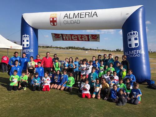 La XIX edición de Cross Ciudad de Almería reúne a cerca de 200 jóvenes amantes del atletismo