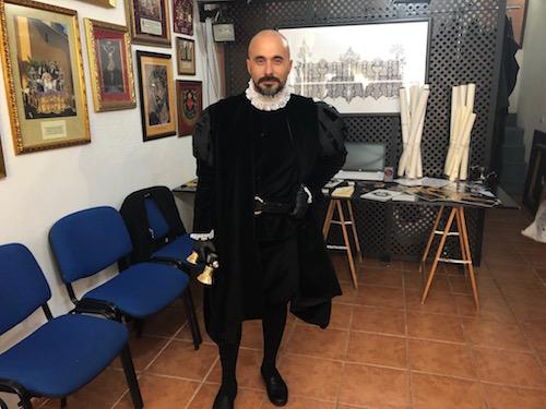 Diseño traje Semana Santa