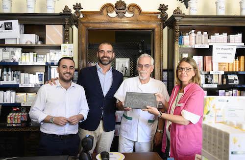Almería comercios centenarios Farmacia