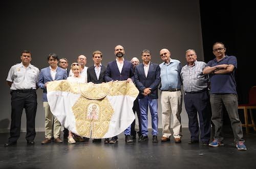 Entrega capote paseo toros Almería