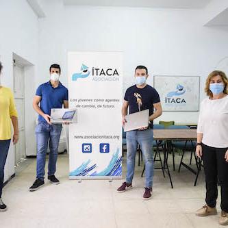 Almería entrega ordenadores ITACA
