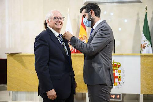 Escudo oro Emilio veterinarios