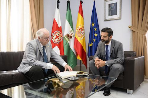 Alcalde Almería Colegio veterinarios