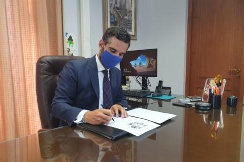 Alcalde Almería firma despacho