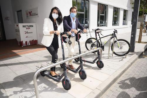 Almería movilidad aparcabicis patinetes