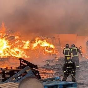 Almería incendio planta reciclaje