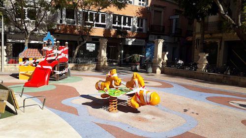 Almería parques infantiles balizados