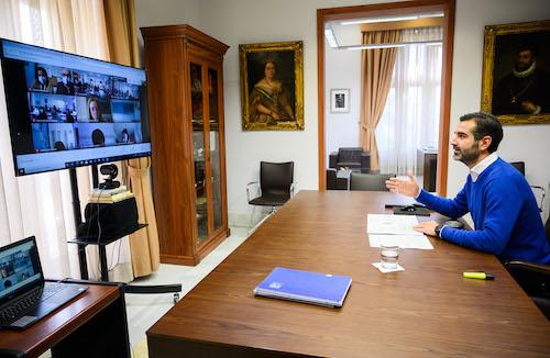 Alcalde Almería webinar estudiantes