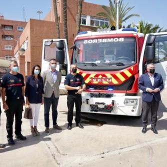 Camión bomberos puerto Almería